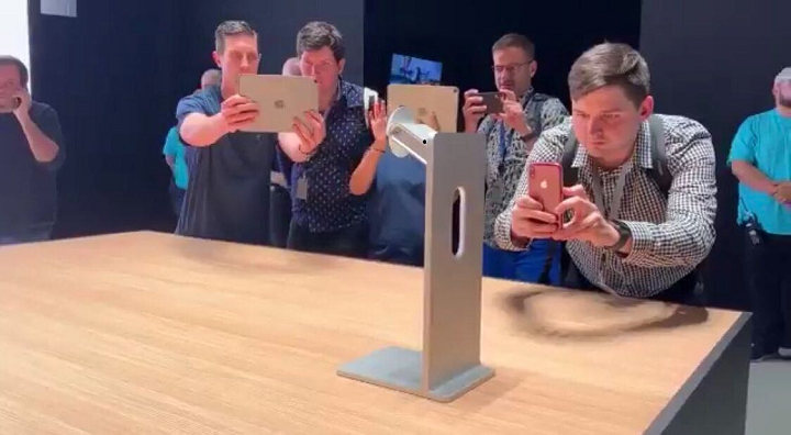 YouTube Videos Ridiculing the $999 Apple Stand Disappear from Internet - picture #3