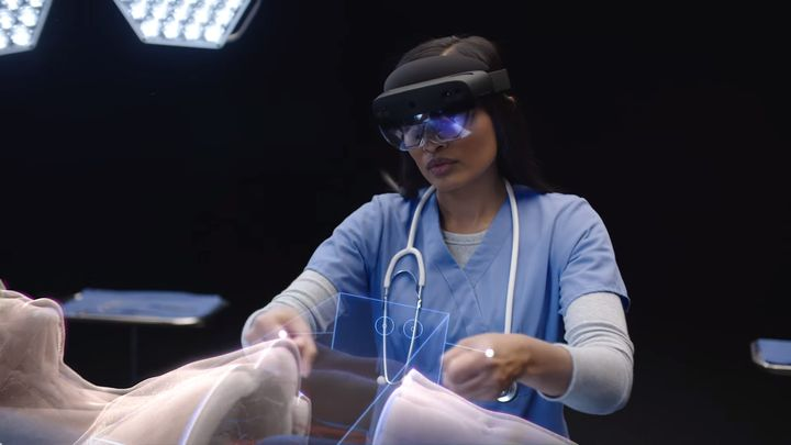 Microsoft Announces HoloLens 2 AR Goggles - picture #1